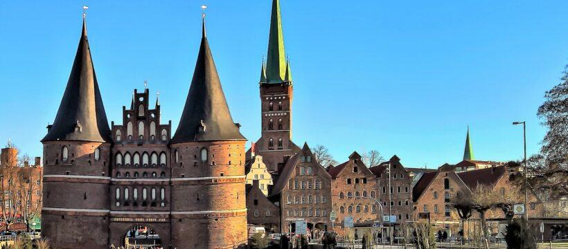 L%c%bcbeck Holsten Gate City Gate  - monika1607 / Pixabay